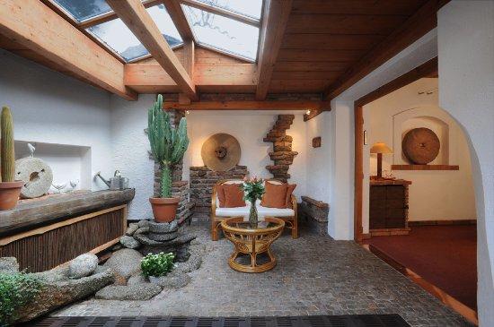 Romantik Hotel U Raka: Indoor garden for the Superior Luxury room