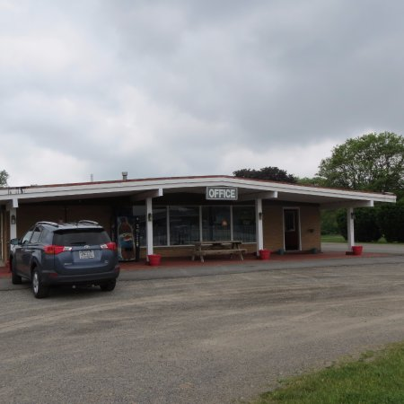 Sardinia, NY: Clean Comfortable Rooms on Route 16, 30 miles south of Buffalo NY.