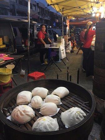Food Tour Malaysia: Steam Buns! Amazing!