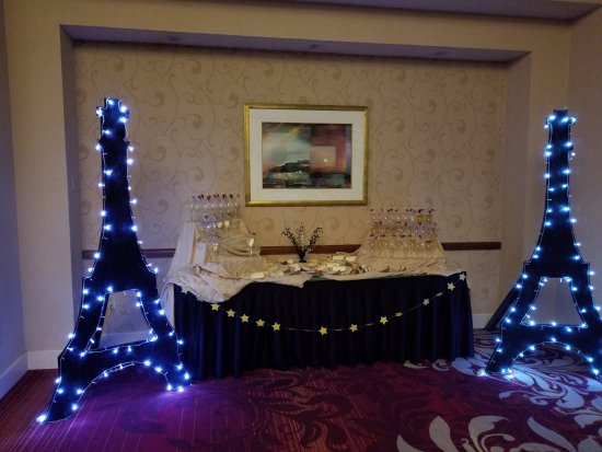 Breinigsville, PA: Drink station for Prom/our theme was Midnight in Paris