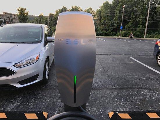 Frazer, PA: Tesla charger