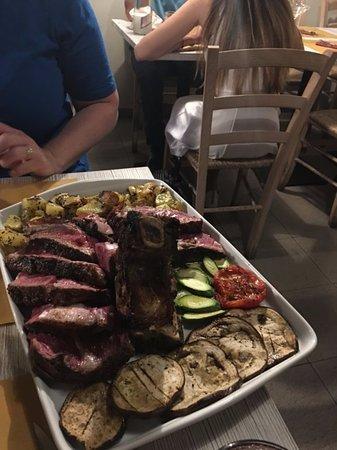Restaurant La Pentola Dell'Oro: Steak for 2