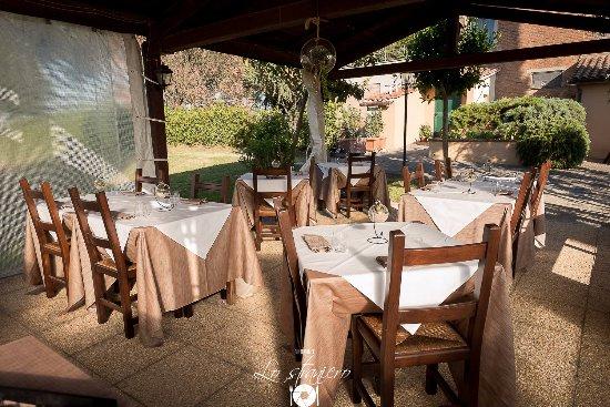 Petrignano, Italia: Una visuale del nostro splendido giardino estivo
