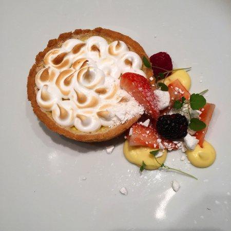 Tasting Restaurant & Vinbar : Lemon tart with strawberries