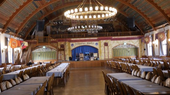 Big Hat Tours Hall In The Upper Floor Of The Hofbrauhaus Hitler Rose To