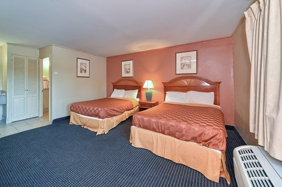 Americas Best Value Inn Stamford: Two Double Beds