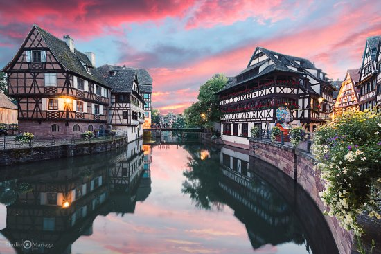 un coucher de soleil sur la petite france de strasbourg bild von la petite france stra burg. Black Bedroom Furniture Sets. Home Design Ideas