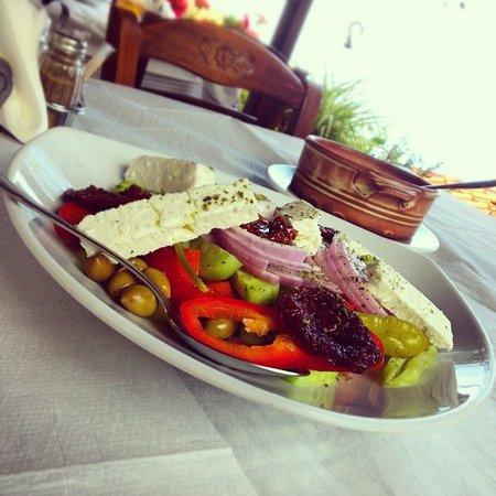 Panteleimon, Grecia: χωριάτικη !!