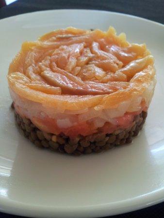 Gualba, Spanien: Timbal de llenties amb salmó marinat