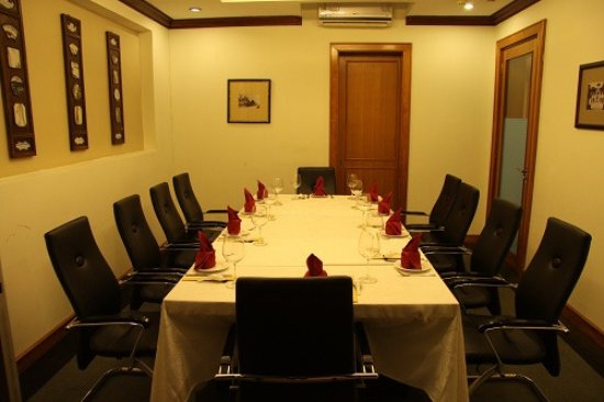 Lemongrass: Phòng riêng dành cho 10ng,  thích hợp cho các buổi họp mặt ấm cúng, gia đình.
