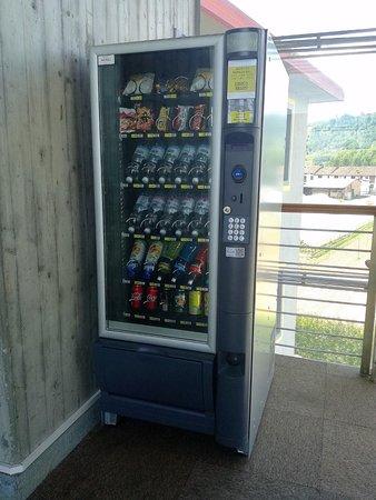 Medea Hotel: distributore automatico di bevande e snack al 2°piano dell'hotel