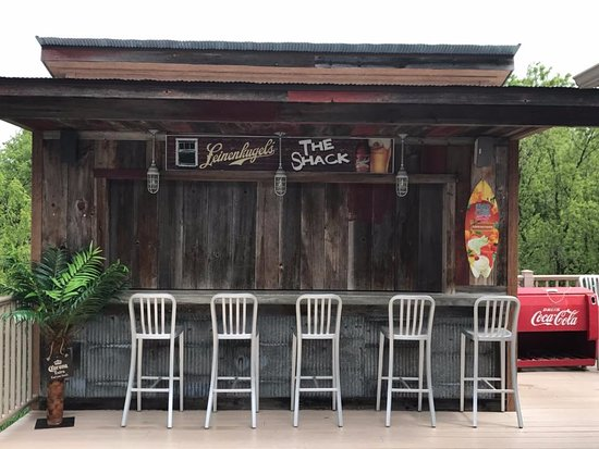 Hillsboro, WI: Outdoor Dining and Tiki Bar