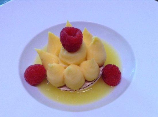 Quintin, Francia: Macaron crème Citron