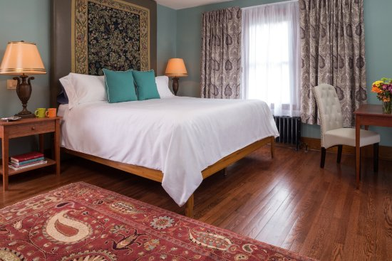 Sparrow Bush, NY: Our rooms have been lovingly restored, pictured is a king room.