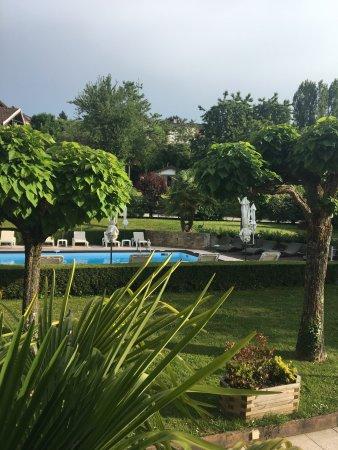 Oasis: Vue piscine & parc