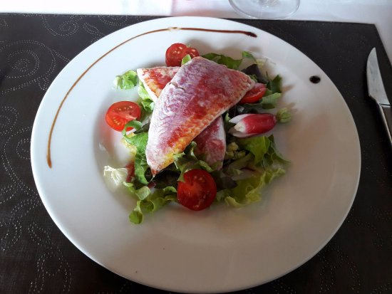 Villeneuve-sur-Yonne, Frankrike: Salade de rouget
