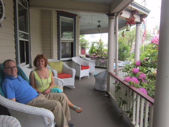 Ruby's Cove Bed and Breakfast: beautiful porch