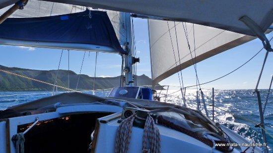 Koumac, كاليدونيا الجديدة: À la voile le long de la côte de Nouvelle Calédonie