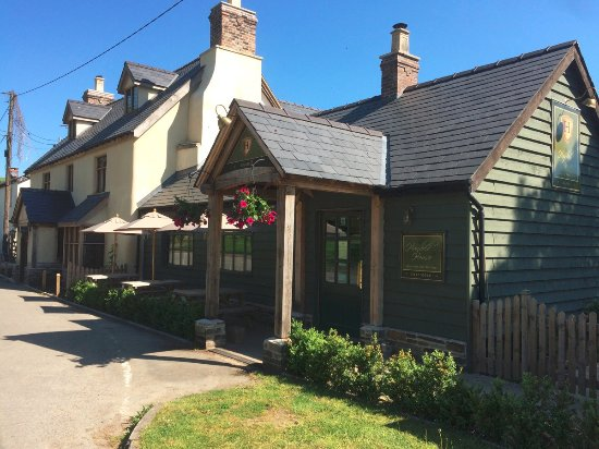 Knighton, UK: The newly renovated Hundred House Inn & Gurmet Pie Kitchen in Bleddfa