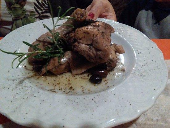 Ristorante La Briciola : pollo e coniglio all'etrusca