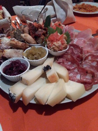 Ristorante La Briciola : antipasto di salumi e formaggi