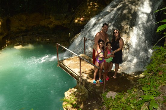Family Pic At The Blue Holeand Yes You Can Jump Off Of The - Liberty tours jamaica
