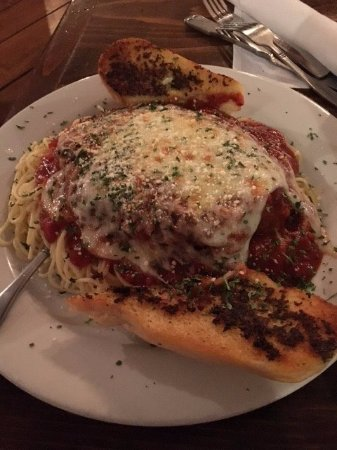 Williamstown, MA: chicken parm