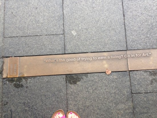 Simpsons of Potts Point Hotel: Plaques set in the pavement.