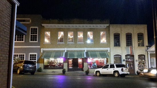 Wadesboro, Carolina del Nord: Oliver's at night.