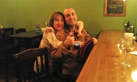 Wadesboro, Carolina del Nord: The owners(Jeff & Elizabeth) being silly after closing time.