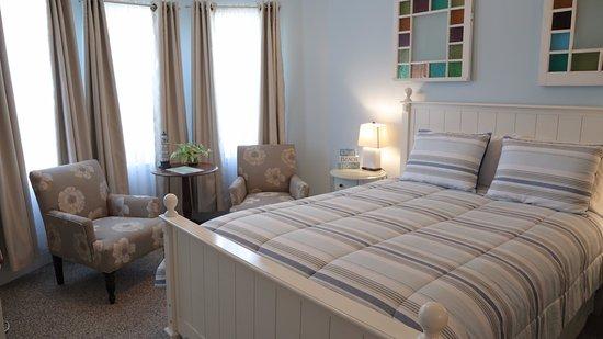 Savannah Inn: Bay Breeze Deluxe Room