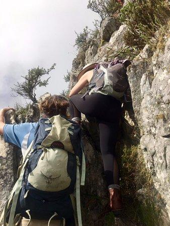 Hike Table Mountain: Johan spotting us on a boulder climb
