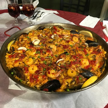 Paella House: Paella Mixta for 12