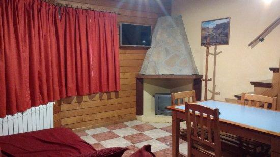 Linda Vista Apart Hotel: Televisor con cable, a la izquierda una cama de una plaza