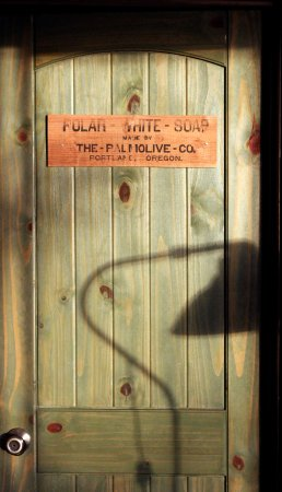 Sunset Marine Resort: Funky door in the Treehouse