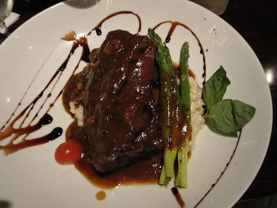 Nonna Maria Restaurant: Short ribs and risotto. Great with a rich red wine.