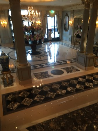 Four Seasons Hotel des Bergues Geneva Photo