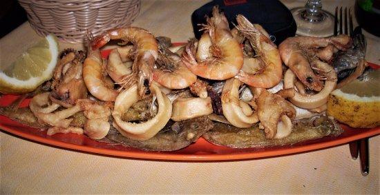 Da Don Antonio Pozzuoli: La classica e freschissima frittura di paranza arricchita con gamberi e calamari.