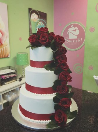 Red Roses wedding cake - Picture of Sweet in the City, Sarasota ...
