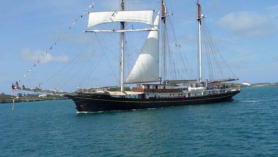 Hamilton, Bermuda: Tall Ship