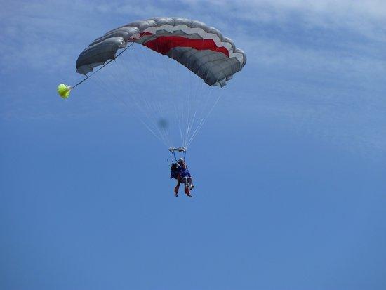 saut en parachute lessay