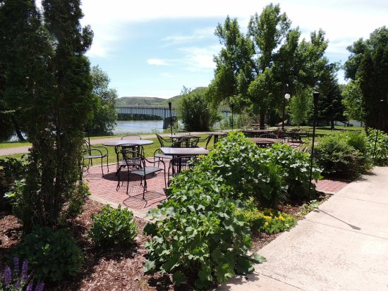 Fort Benton, มอนแทนา: Grand Union patio