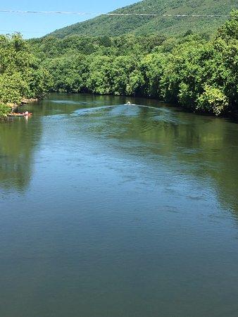 Buchanan, فيرجينيا: The James River