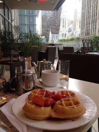 Club Quarters Hotel, opposite Rockefeller Center : photo0.jpg