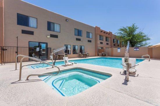 Pool - Picture of Days Inn by Wyndham Benson - Tripadvisor