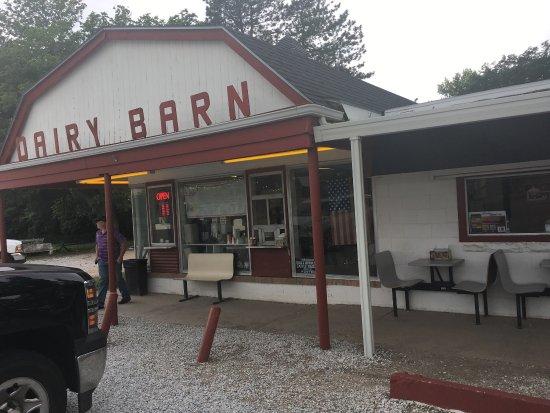 Alma, NE: Boomer's Dairy Barn Drive In