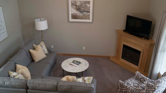 Berlin, OH: Lofty Places Living Area Accomadates 2-4 guests