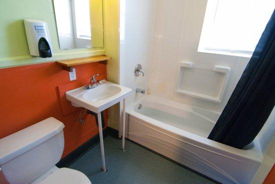 Motel En Suite Bathrooms: Ocean Island Inn / Backpackers / Suites