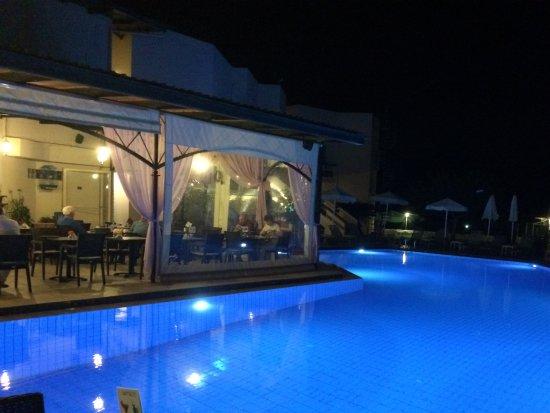Hotel Jechrina: Pool view sitting in restaurant