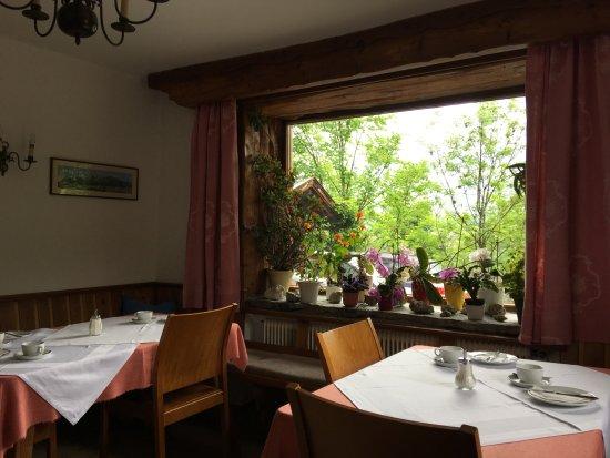Pension Paula: The breakfast room.